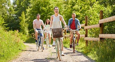 profilbild för eventet susedalsrundanm, en grupp människor cyklar på grusväg